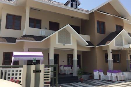 Pearl Garden ,Kalamaserry - Kochi - Rumah