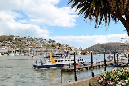 Harbour Glimpse - Dartmouth - Byt
