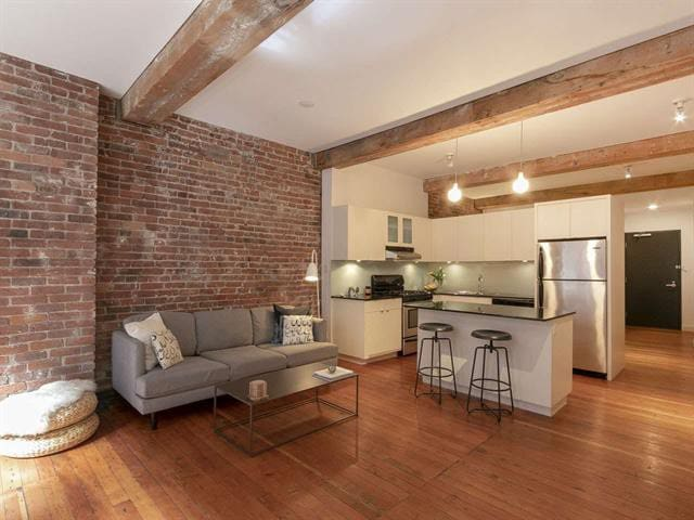 Chic and Cozy Loft in the Heart of Gastown, DT