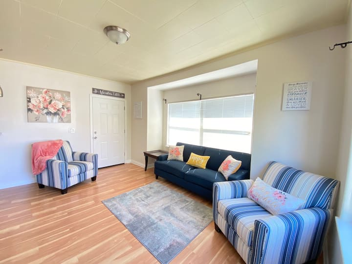 Bright & Comfy Home Minutes from Tacoma Dome