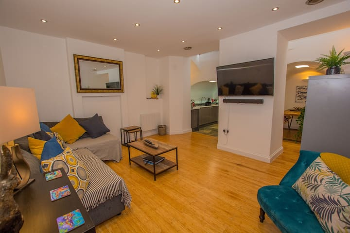 New Trendy Central Tenby Holiday Apartment