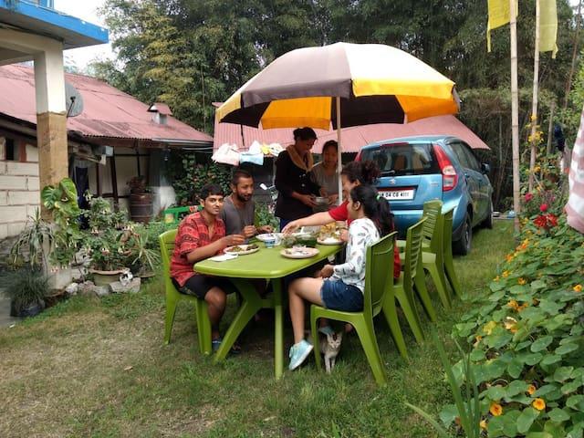 Lazomla Homestay (Singhik, North Sikkim)