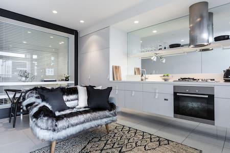 SIMPLE 1 BR APARTMENT FREE PARKING FREE WIFI - South Yarra - Apartmen