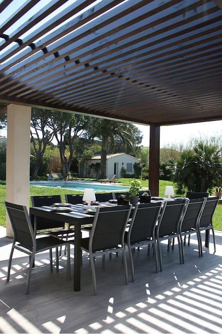 La salle à manger terrasse