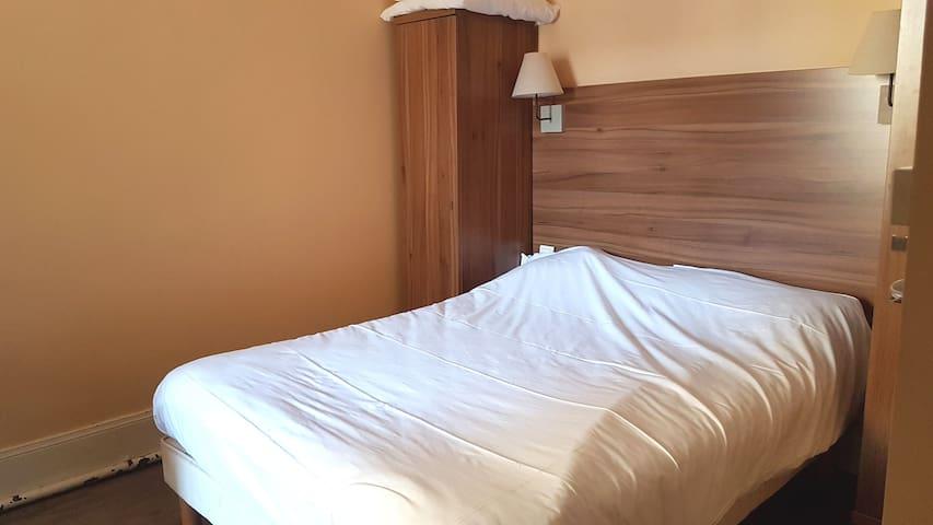 Chambre avec kitchenette salle bain privée