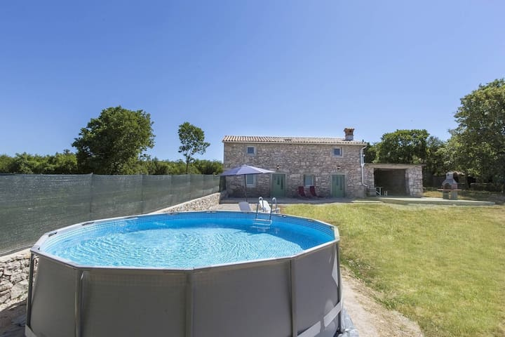 Detached house with frame pool, 9 km from the beach and picturesque Labin