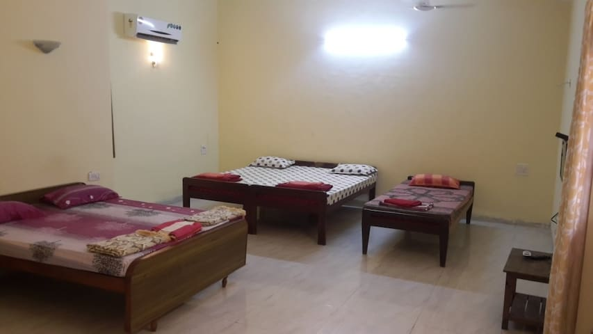 Spacious Master AC room in Anjuna for 7 guests - Anjuna - Daire