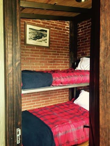 Recámara 2 /3 con litera y dos camas individuales!