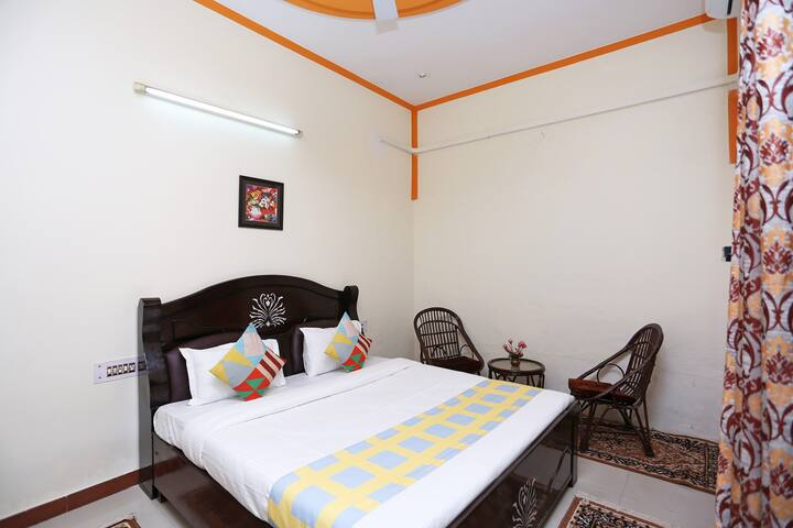 """""""Parry's place"""" Room fr 4 adults sahastradhara rd"""