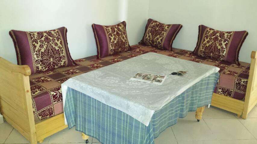 Appartement simple, confortable et très propre.