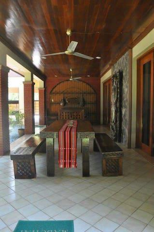 Alabang Villa For Rent - Muntinlupa - Villa