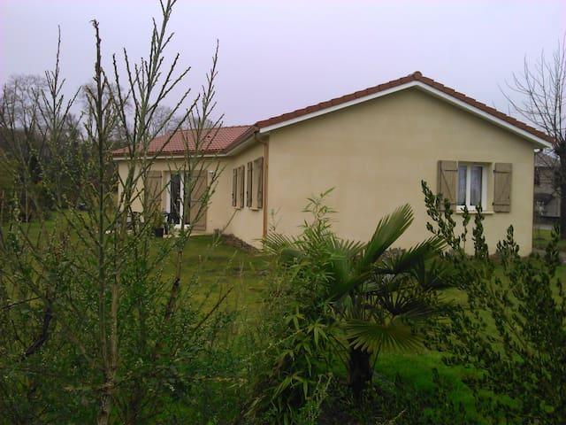 maison avec jardin dans village - Bizous - House