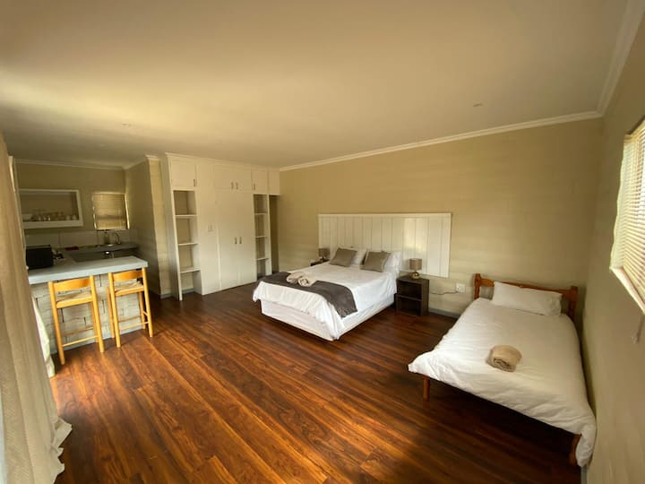 Beautiful unit close to Shops and beach