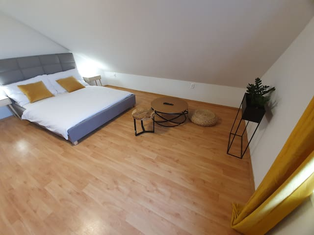 large bedroom with option to do excercise