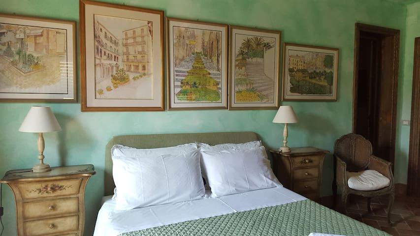 Camera da letto con ingresso autonomo