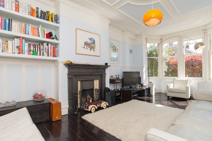 Up to 20% off! 4 Bedroom House in East Finchley - London - House