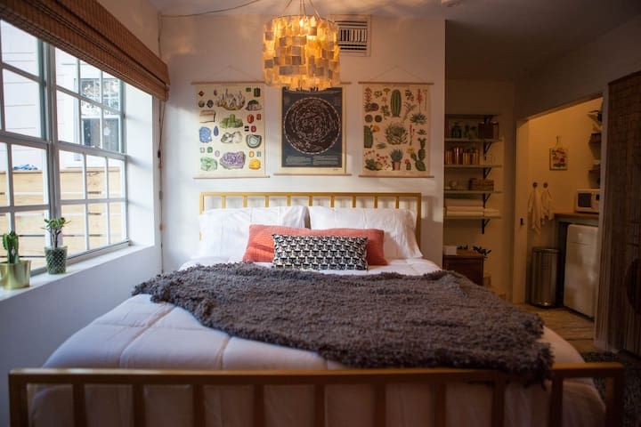 Very comfy queen size bed with luxury sheets.  Check out the super cool one-of-a-kind abalone seashell chandelier!