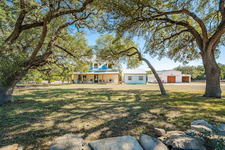 Farmhaus on 4 Acres Minutes from Dripping Springs