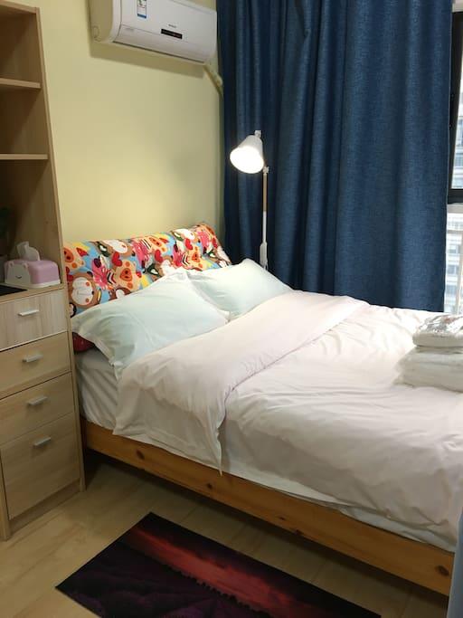 卧室,一米五双人床,带洗衣机