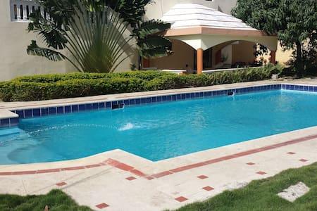 Hermosa Casa con piscina - Santo Domingo