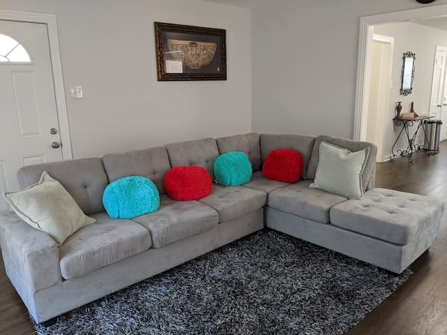 Dallas Visitor's Choice(2 bedrooms, up to 5 guest)