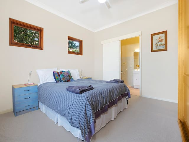 Extremely comfortable and private, lush linen, brand new carpet, good heating. Suzanne