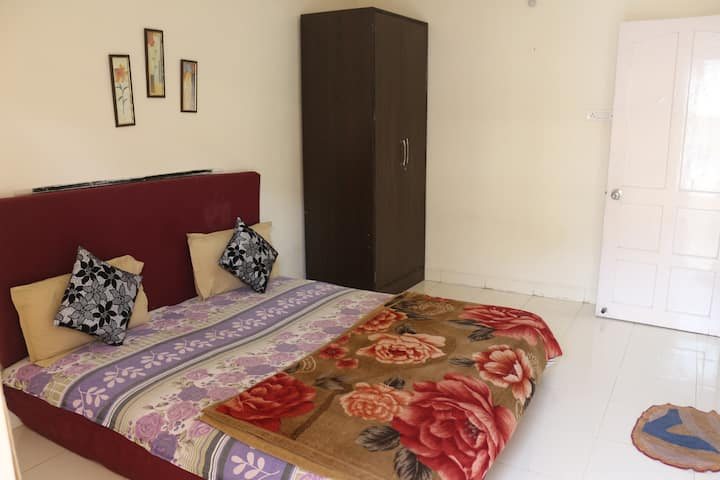 Cozy 2 BHK AC Apartment with Pool at Calangute