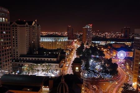 Easy Light Rail to SB50! Lux Loft - San Jose - Loft
