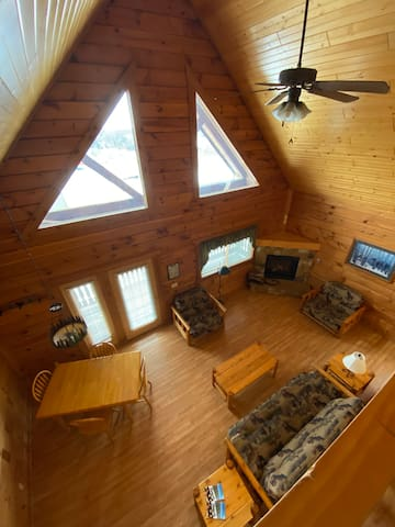Large log cabin close to 3 Bears and Interstate