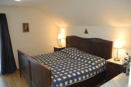 Nostalgisches Zimmer für 2 Personen - Halten - Дом