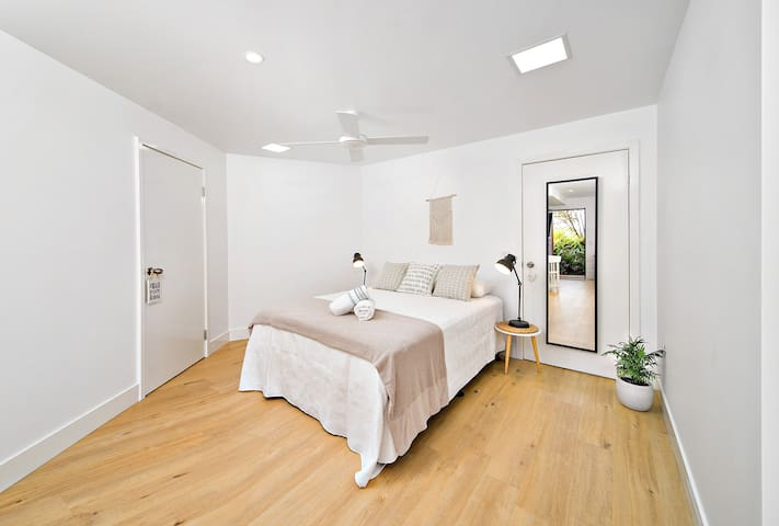 Studio 59 - bright, airy, central Byron Bay.