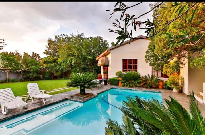 Amazing 2 bedrooms cottage with swimming pool