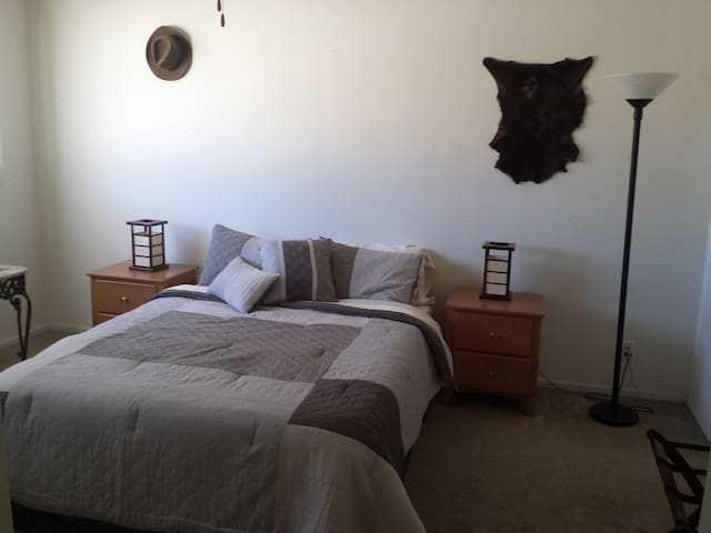 Beautiful and quiet bedroom & bath in Encino - Los Angeles - Appartement