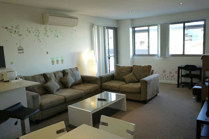 Clean & Spacious flat, near Sydney airport