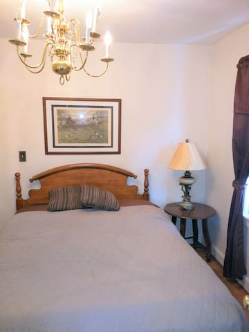 Room For Rent - Min. 30 Day Stay - Furnished - B1S