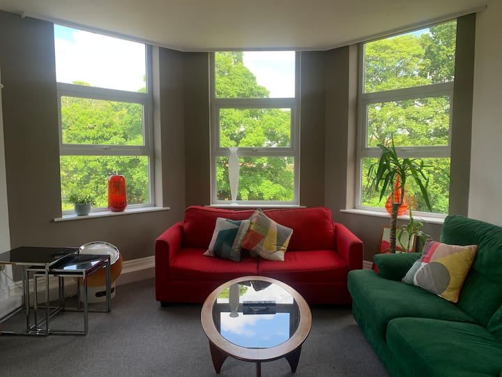 Stylish Flat with a view in Period Home - Urmston