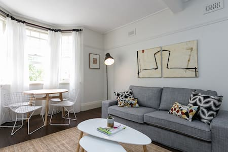 Stylish Art Deco Beach Stay - Saint Kilda