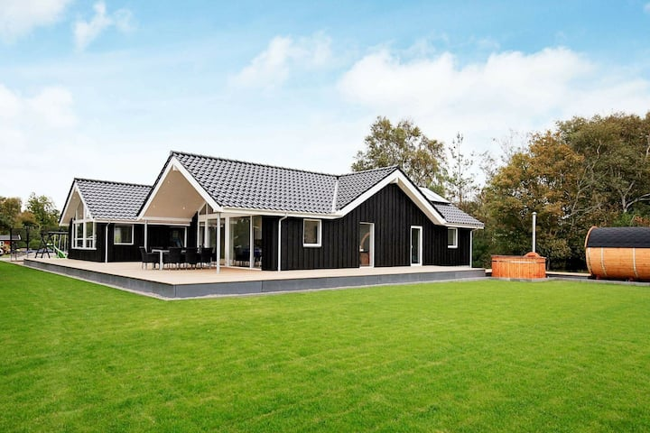 Enormous Holiday Home in Gørlev with Swimming Pool