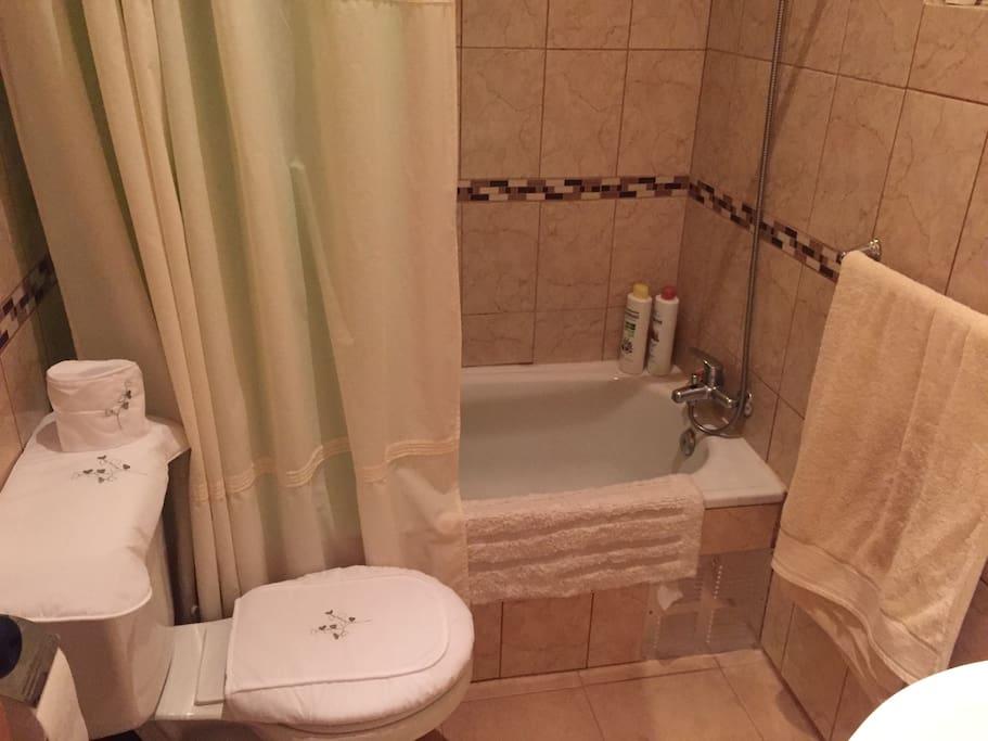 Baño con Tina agua caliente ...