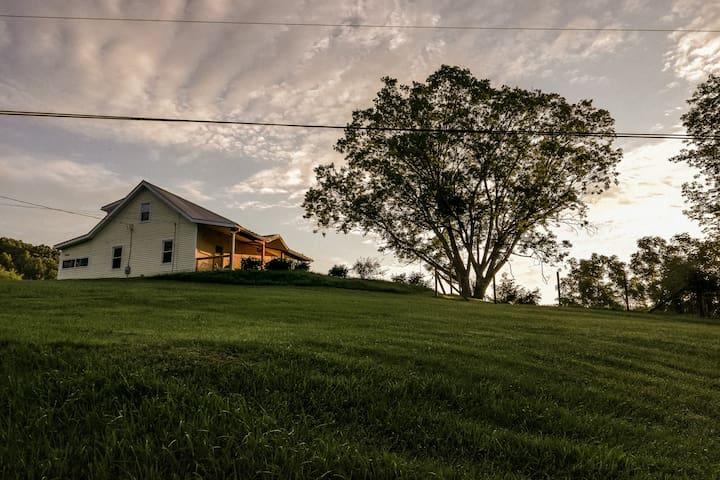 Cozy Farmhouse Near Virginia Tech