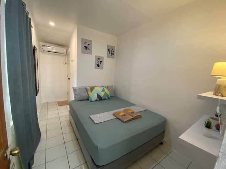 Westcoast Beach House (Private Room 1)