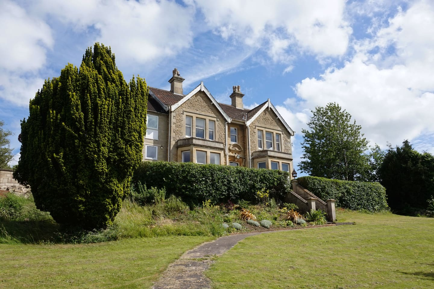 Large country house for 10 with all you need.  Perfect for a friend or family get together