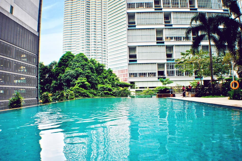 The ever popular infinity pool overlooking the grand KLCC tower. What an unbelievable sight.