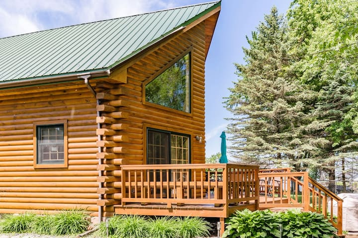 Waterfront Log Cabin, Evergreen Lodge, Wolf River