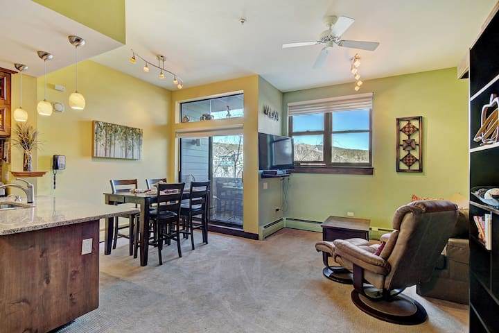 Charming Downtown Studio - Walk to Slopes, Dinning, Shops
