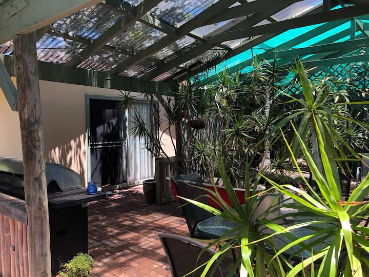 Sparkling Clean Private Garden Studio with Netflix