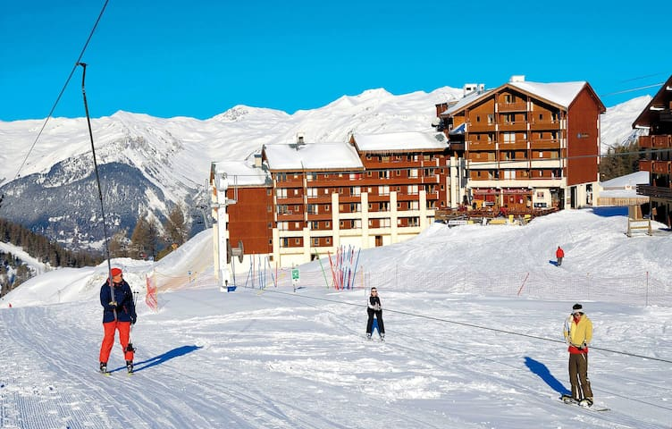 Appartement Rustique avec Balcon | Emplacement Parfait + Local à skis GRATUIT!