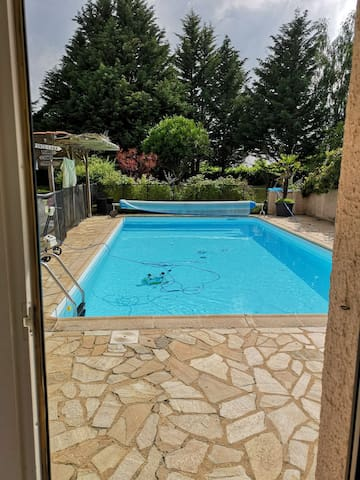appartement 2 chambres avec piscine non privative