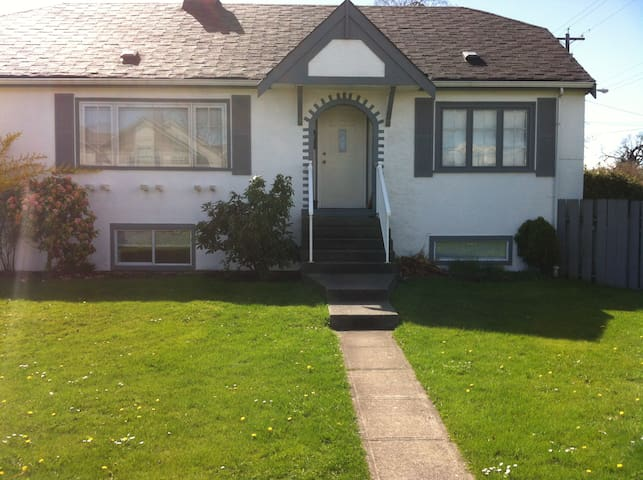 Near Royal Jubilee Hospital and Camosun College - Victoria - House