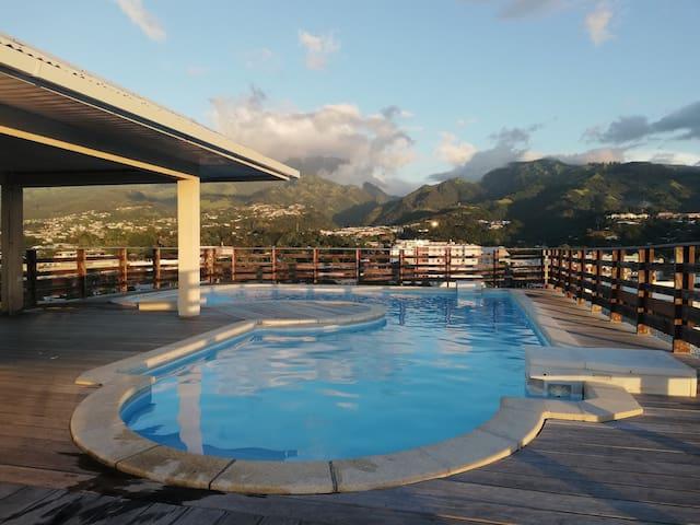F2 au centre Papeete avec piscine et vue 360°